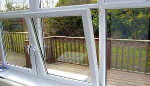 پنجره دوجداره مدل کنگی از بالا باز شو