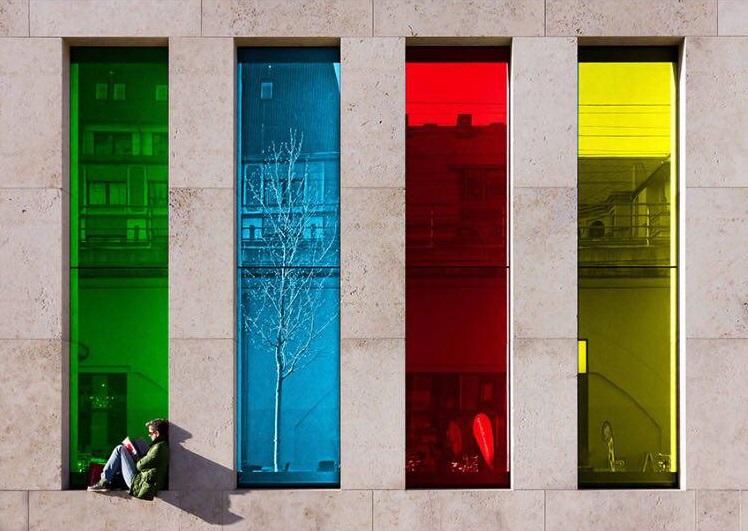 پنجره شیشه رنگی