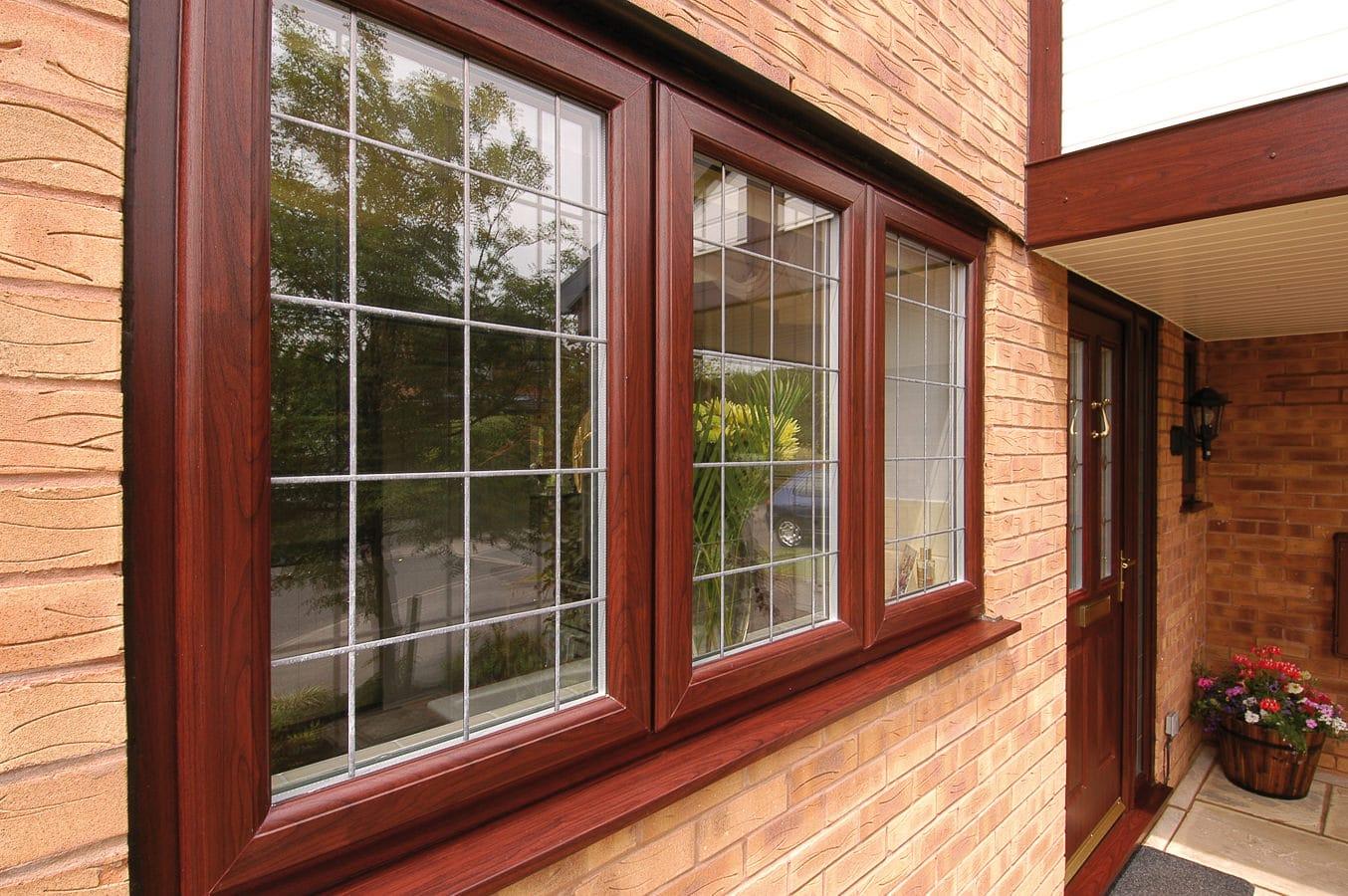 پنجره رنگی پی وی سی